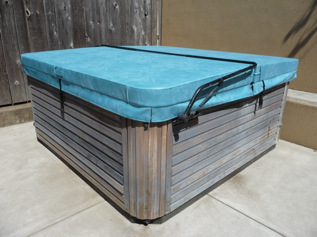BASIC: 4&quot; tapering to 2&quot; Hot Tub Cover 1.5# (R17-R29)